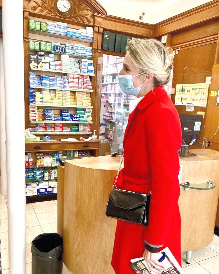 Dans une pharmacie rue du Rocher