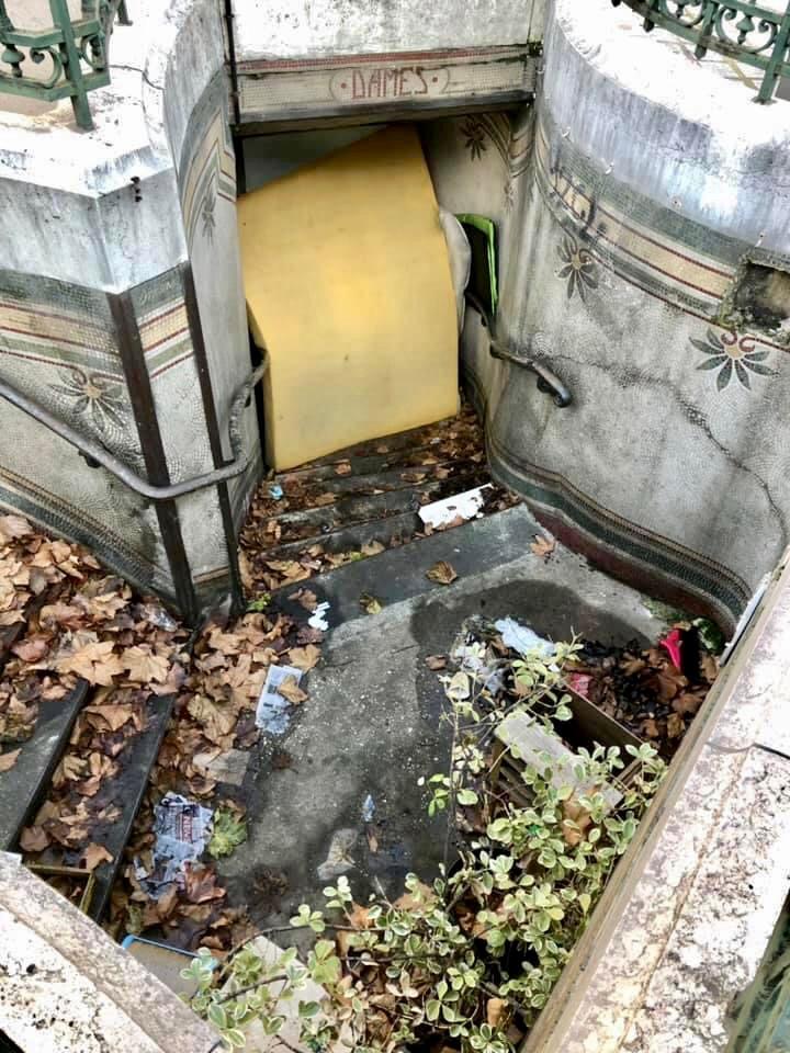 L'extérieur des lavatories de la Madeleine (photo prise le 18 décembre 2020)
