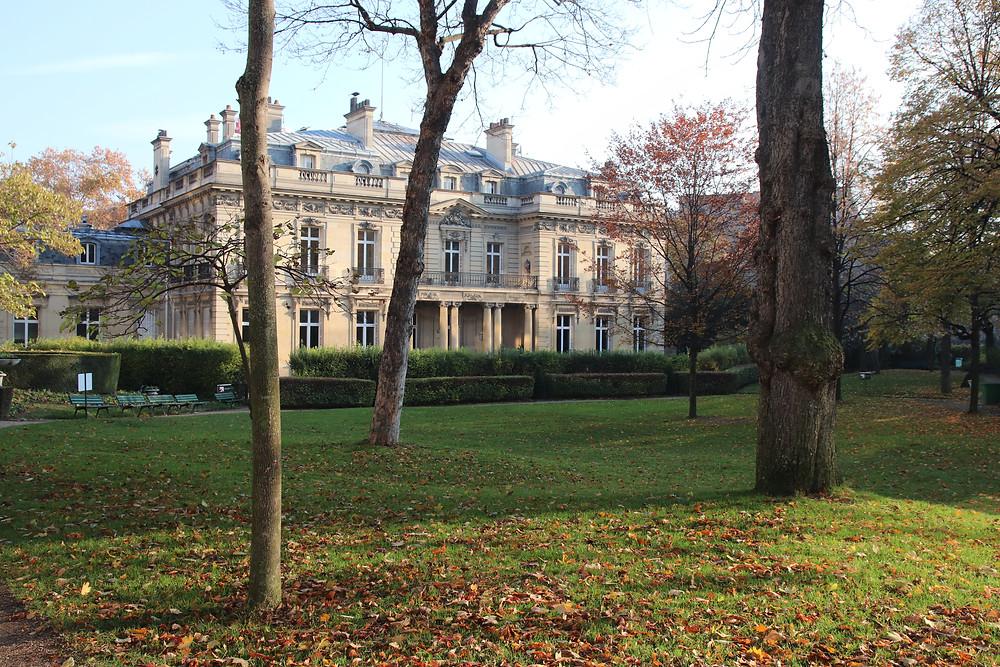 L'intérieur du parc de l'hôtel Salomon de Rothschild