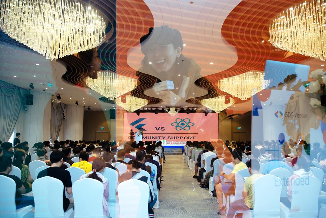 Keynote speaker with 500 attendees