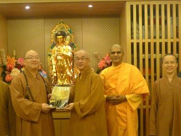 佛光山宗長心保和尚拜訪新加坡佛教總會主席廣品法師