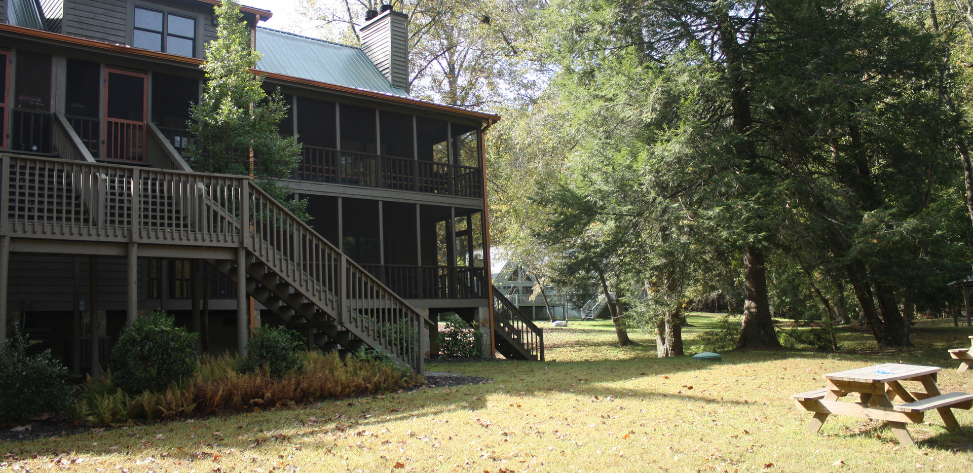 Back view of Lodge