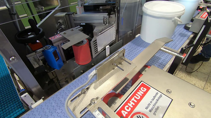 VEE-2DS - Fully automatic Labelling of Jerrycans (Buckets)