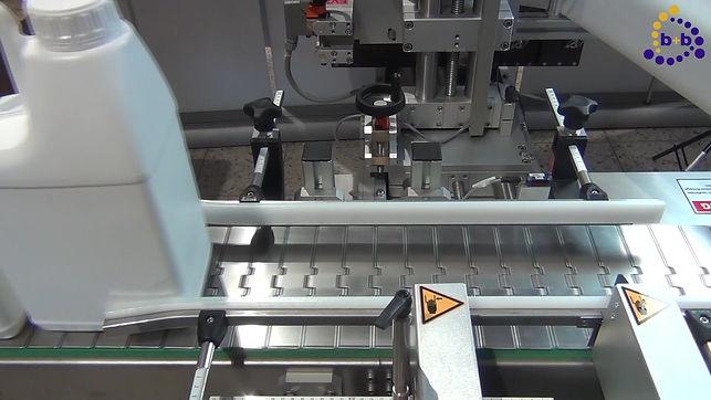 GKM - Vollautomatische Etikettierung von Kanistern und zylindrischen Gebinden