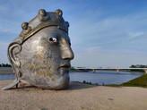 הפנים של ניימכן, פסל
