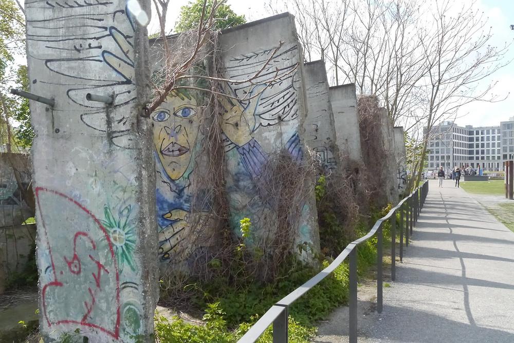 גרפיטי על חומת ברלין