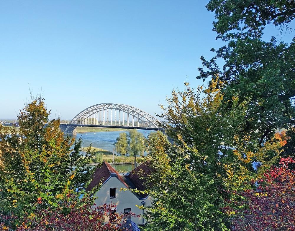 הגשר הישן על נהר הוואל