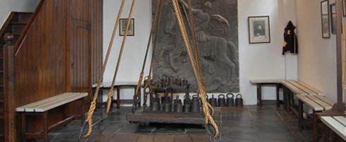 המאזניים המקוריים משנת 1482 עדיין מוצגים לראווה במוזיאון