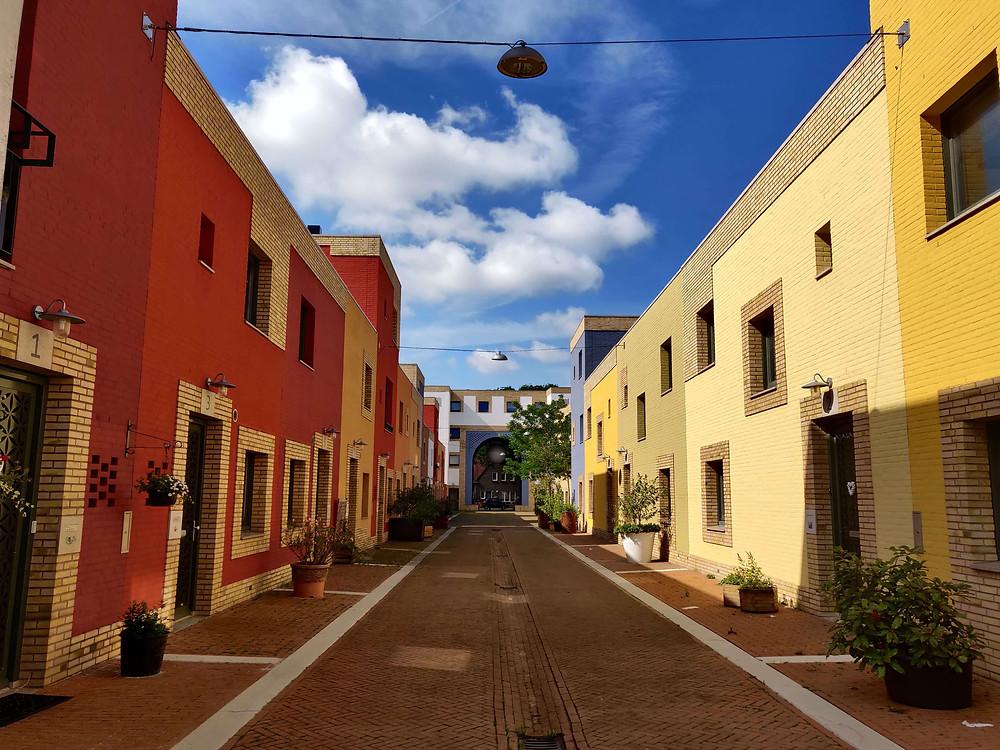 רחוב עם בתים צבעוניים בשכונת וונסל איינדהובן
