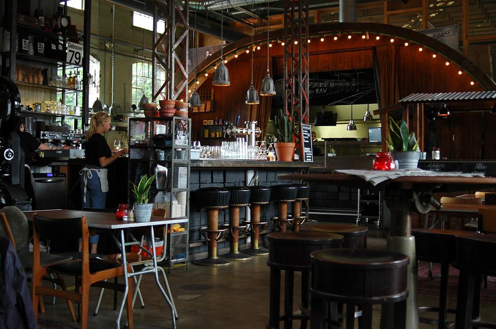 בתי קפה בסגנון תעשייתי