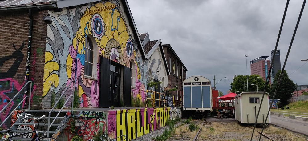 גרפיטי באזור הרכבת בטילבורח