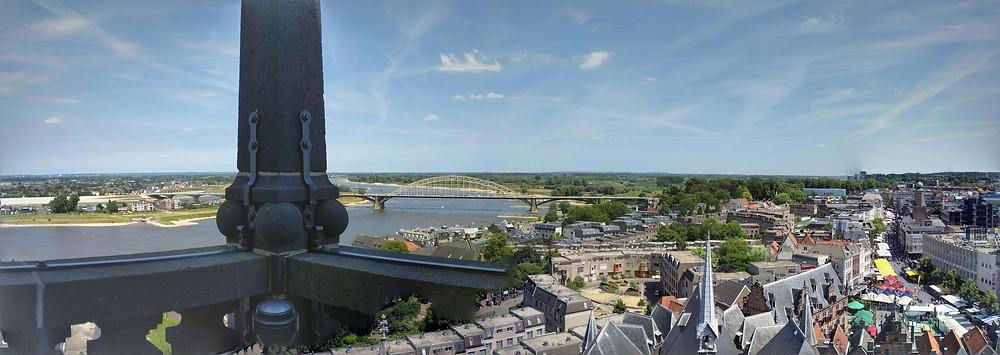 נוף העיר והנהר ממגדל הפעמונים בניימכן