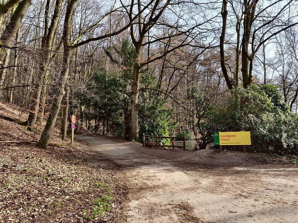שלט הכניסה למסלול ביער