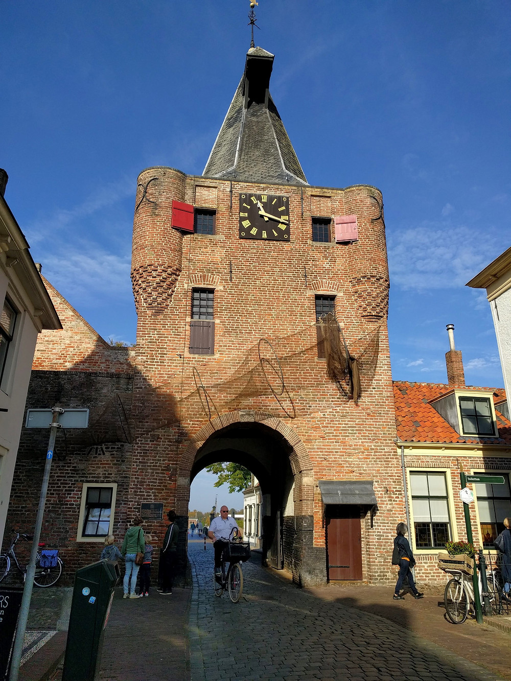 שער העיר, אלבורח