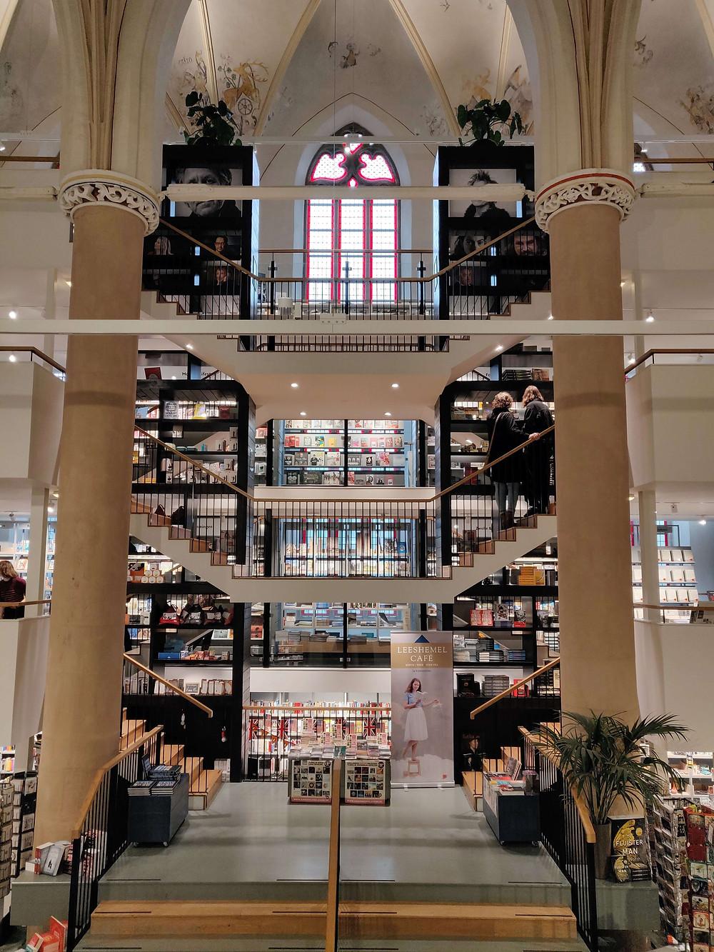 חנות ספרים בכנסיה
