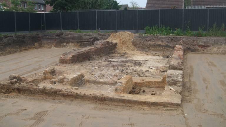 שרידי התשתית של בית הכנסת שעמד במקום