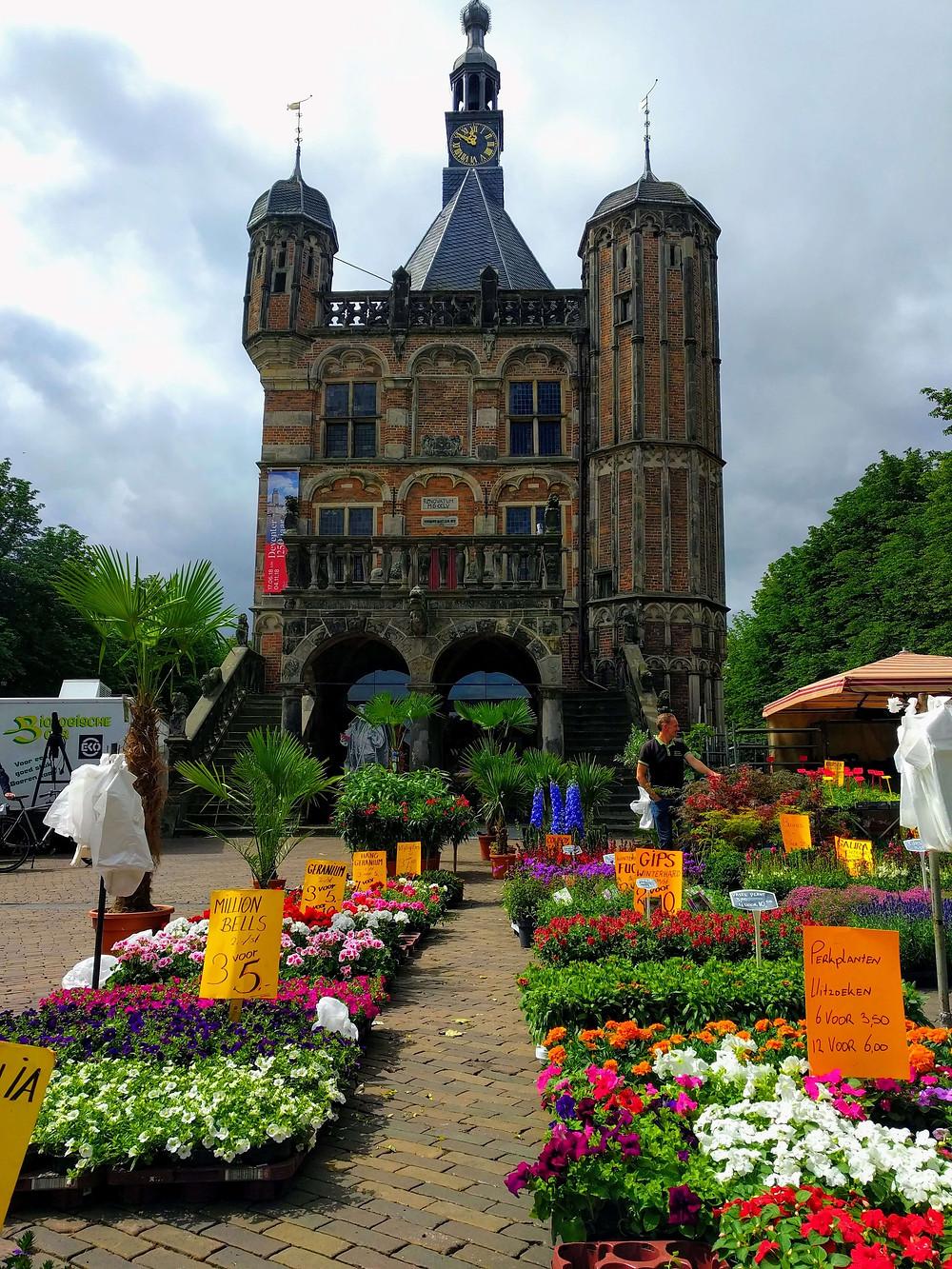 שוק פרחים למרגלות בית השקילה