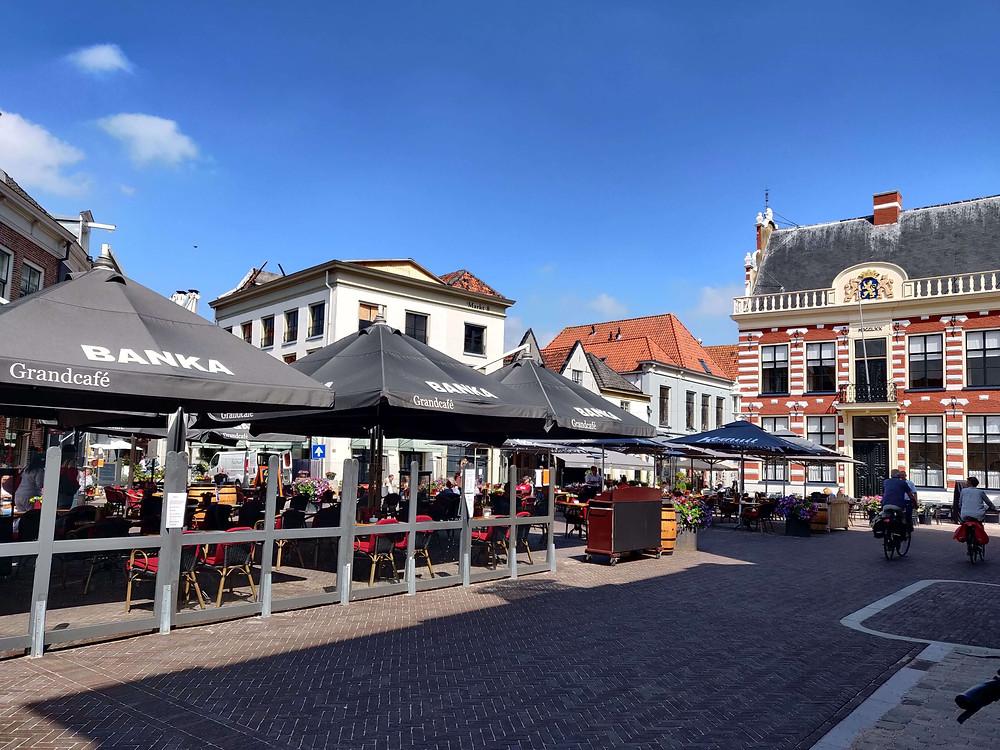 כיכר העיר. האטם