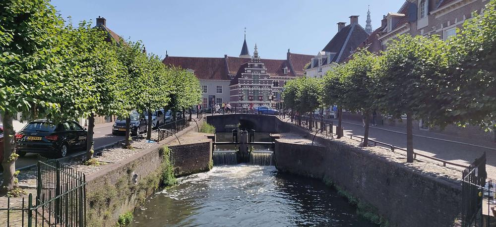המוזיאון ממוקם בתוך שלושה בתים אשר היו חלק מבתי החומה בימי הביניים.