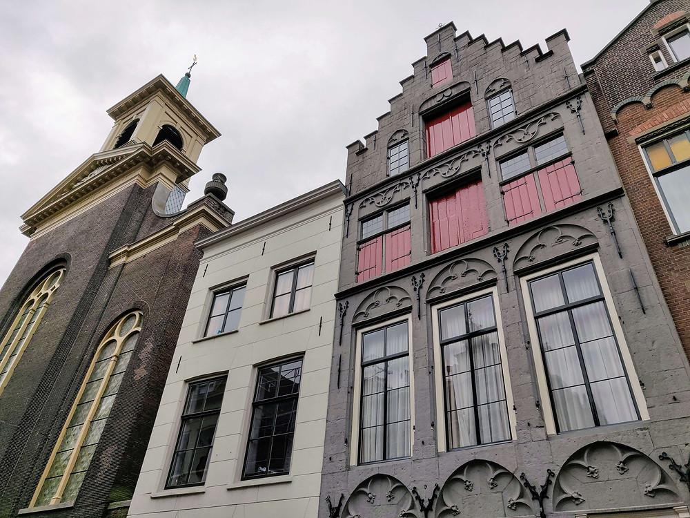 הבית האפור בסגנון גותי משנת 1495
