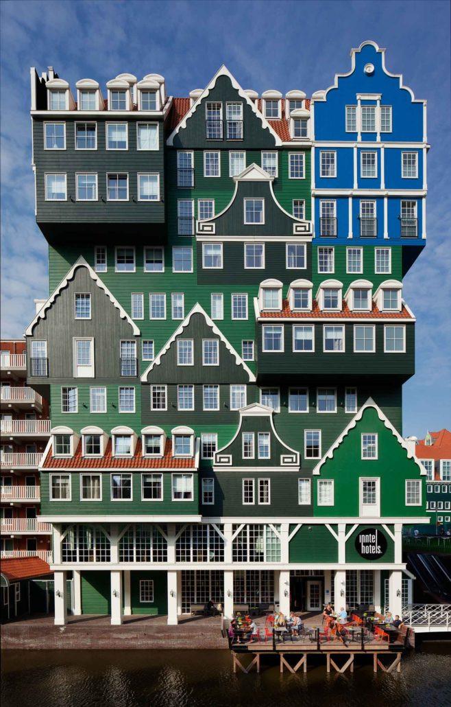 חזית המלון בנויה משבעים חזיתות של בתים הולנדיים טיפוסיים