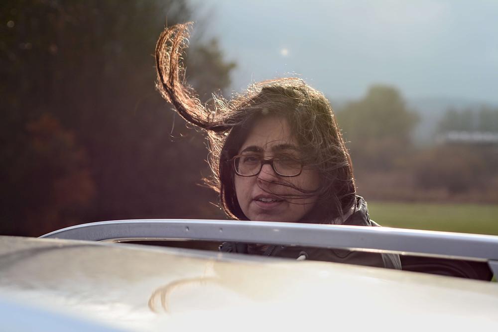 תמונה שלי עם שיער עף ברוח