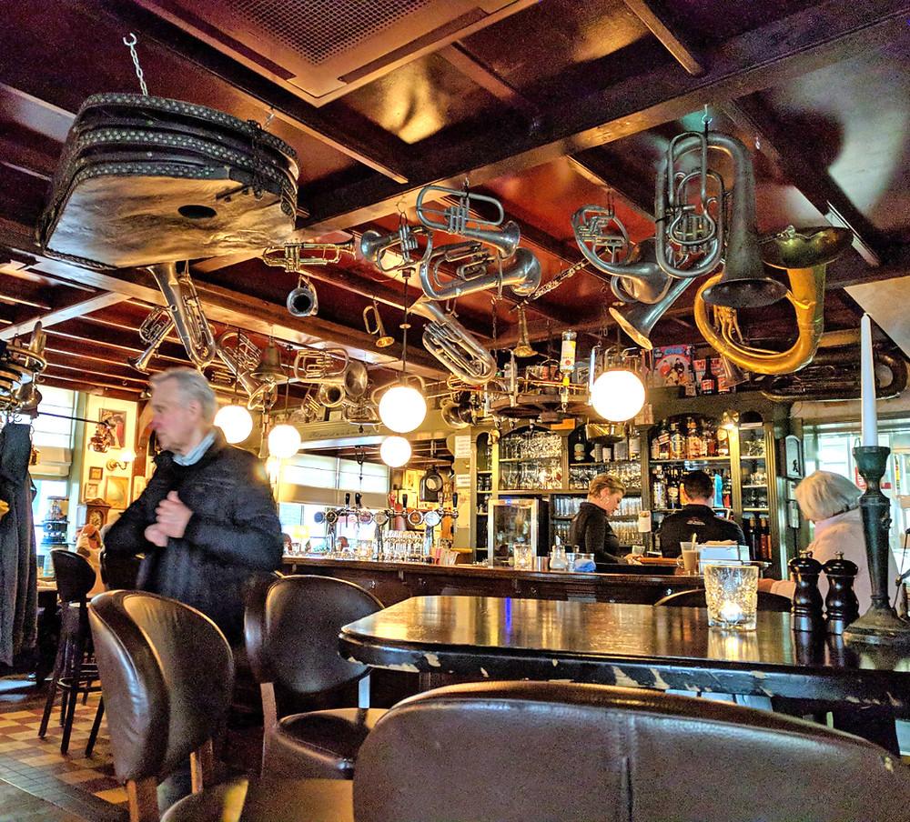 ממוקמת בכיכר המרכזית של הכפר Het Wapen van Munster  מסעדת