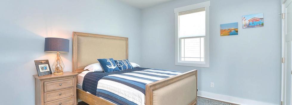 502 bedroom2.jpg