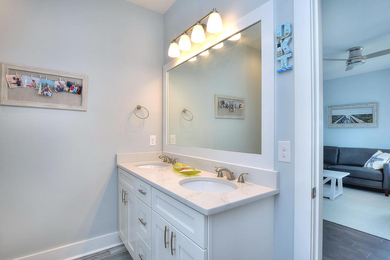 502 bath2 sink.jpg