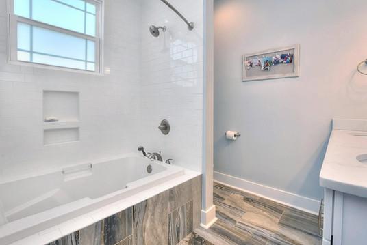 502 bath2.jpg