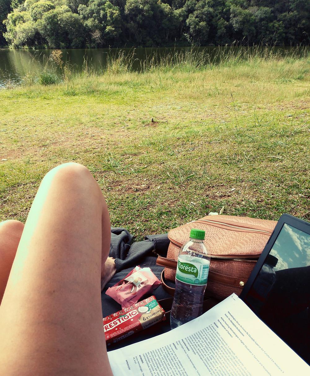 marcela escrevendo