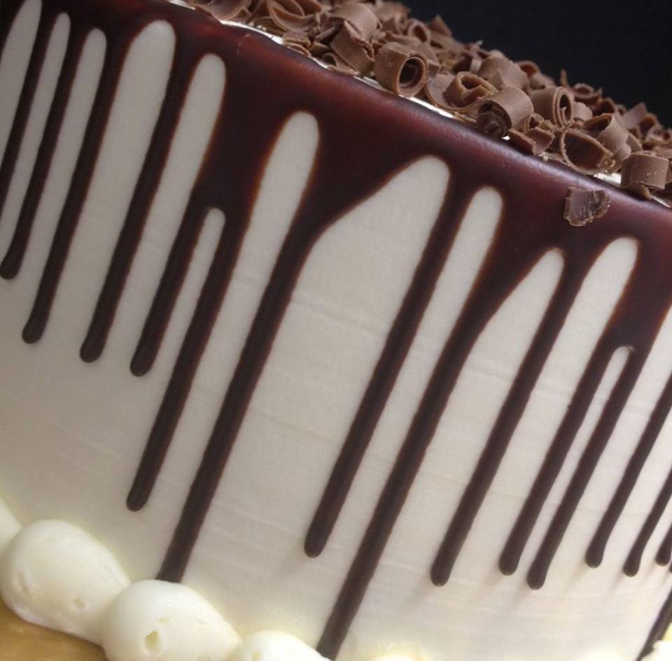 Customcakes1.jpg