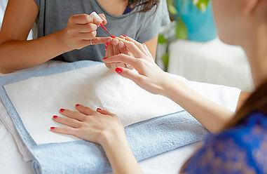 technician-giving-woman-a-manicure_jpeg-