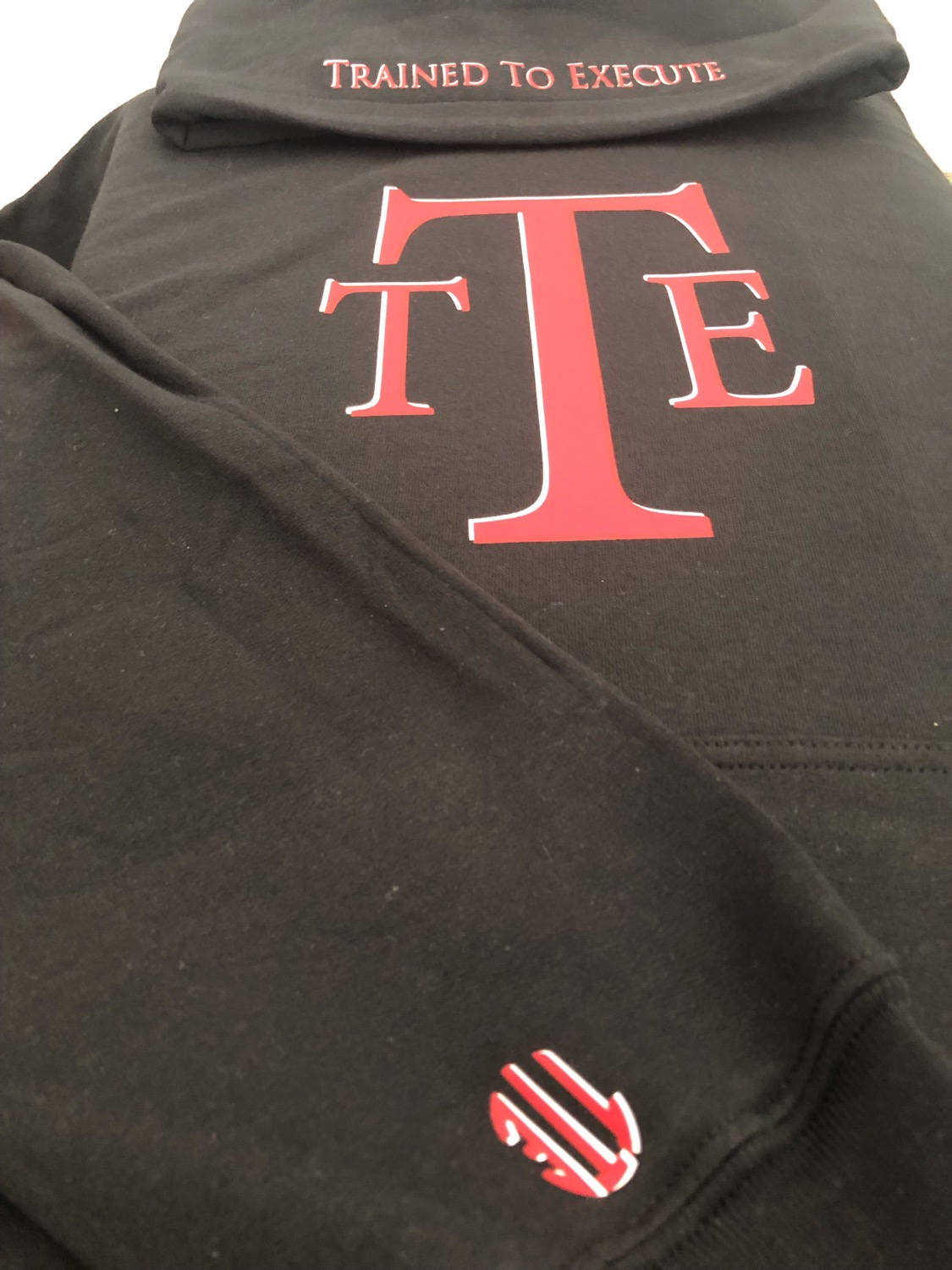TTE Trained To Execute lettering blk Hoodie W/ Red & white print