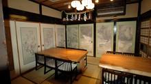 襖に 自分の描いたスケッチの壁紙遠近感が有り部屋に色合が出て部屋も広々と見える