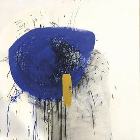 Inv.Nr. 0430.JPabstraktes Kunstwerk auf Papier, laminiert auf Holzkassette von Sylvia Galos blaue Fläche auf weißem Grund, mit etwas gelb und schwarz
