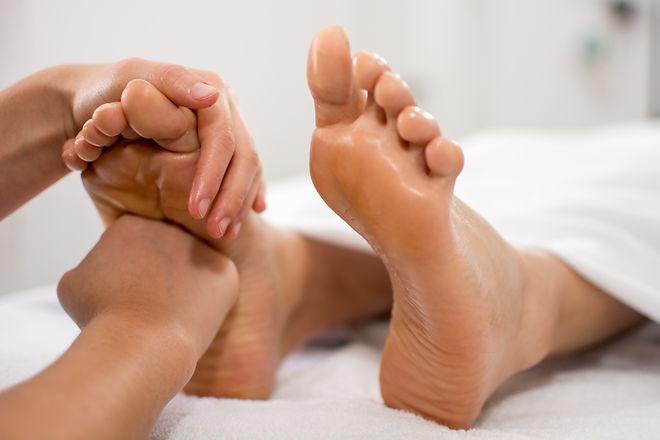 foot%20massage%20reflexology%20therapy_e