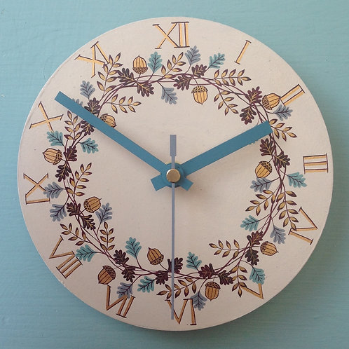 """Acorn Garland"" Small Clock"