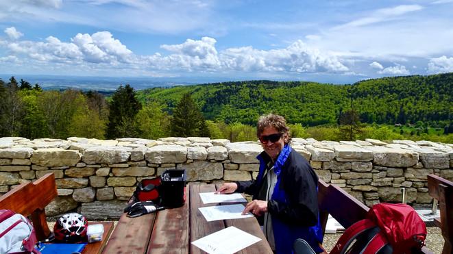 In Prés d'Orvin Flammkuchen zu zweit, wunderschöne Aussicht, die kalte Temparatur mit Bise liess uns nicht lange sitzen. Wir haben es genossen!