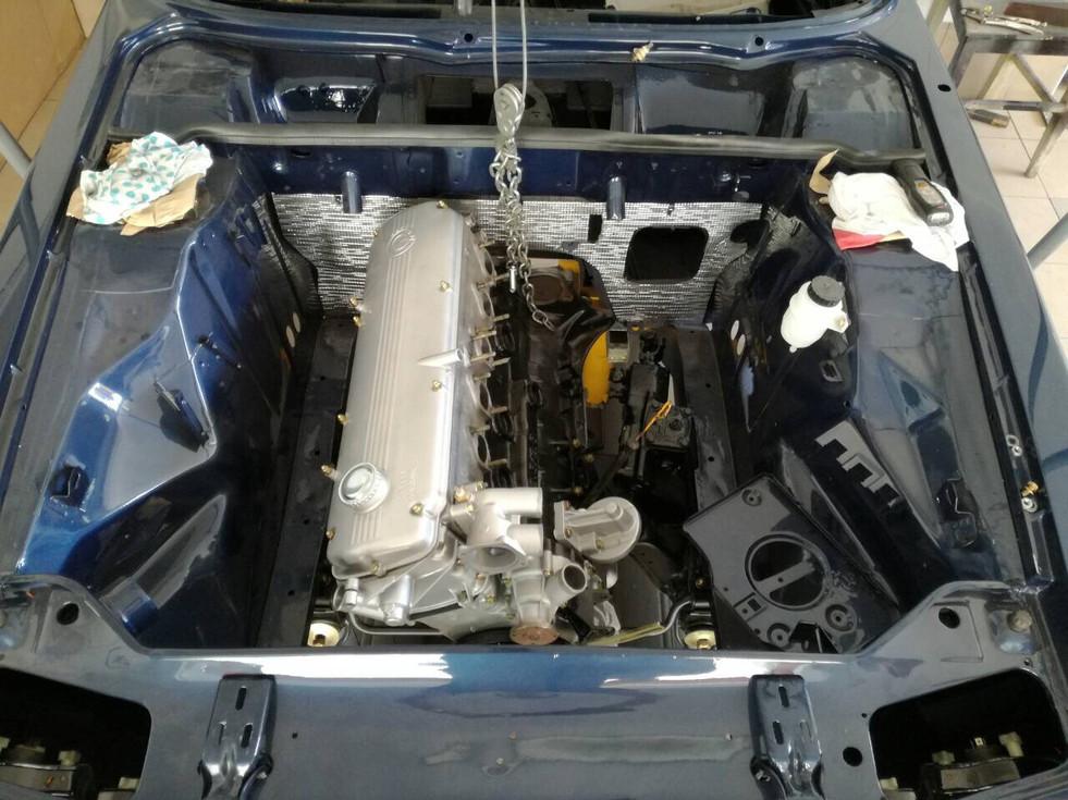 BMW E9 CS nachtblau metallic