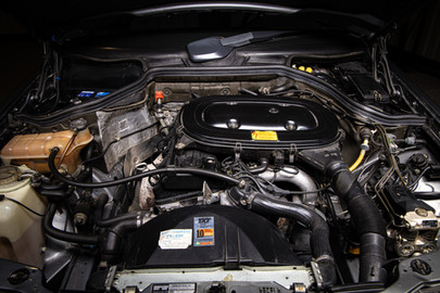 Mercedes-Benz-W124-230CE-11