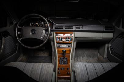 Mercedes-Benz-W124-230CE-10