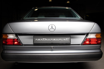 Mercedes-Benz-W124-230CE-13