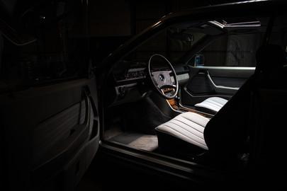 Mercedes-Benz-W124-230CE-9
