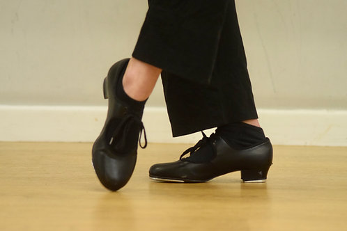 Girls' black PVU tap shoes with fitted toe and heel taps