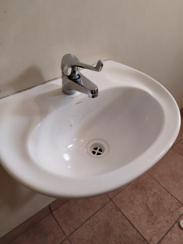 Clean hand basin