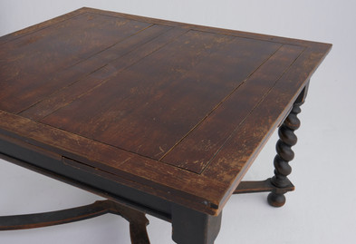 正方形テーブル(W116cm ×H74cm ×D106cm)