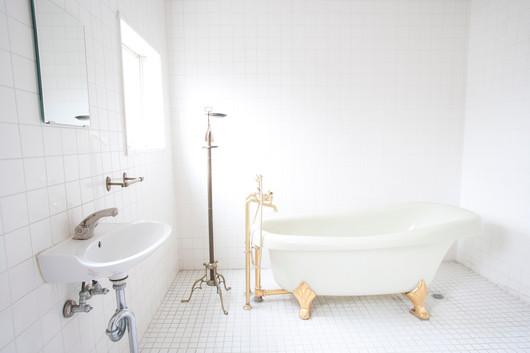 los_bathroom.jpg