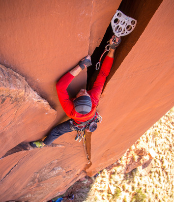 Mark placing a Valley Giant #12 on Unnamed Cliffs of Insanity route
