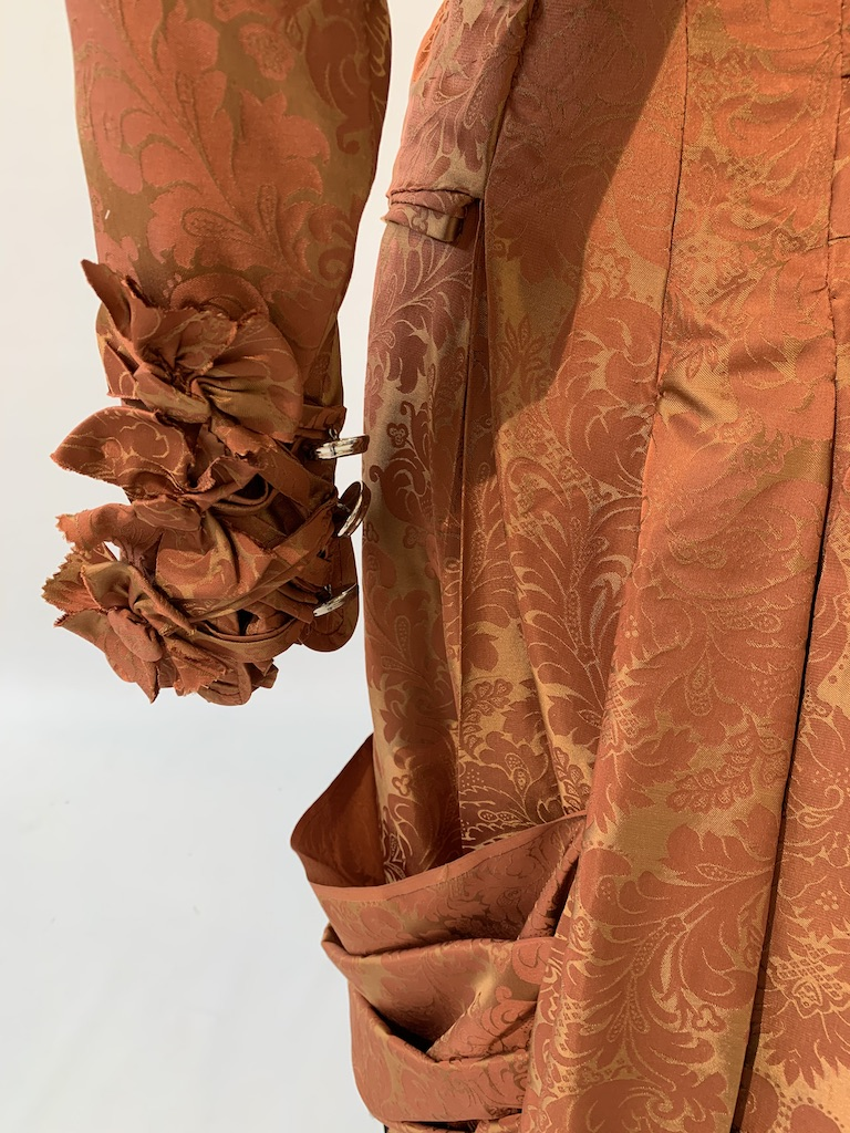 Small Bustle sleeve detail